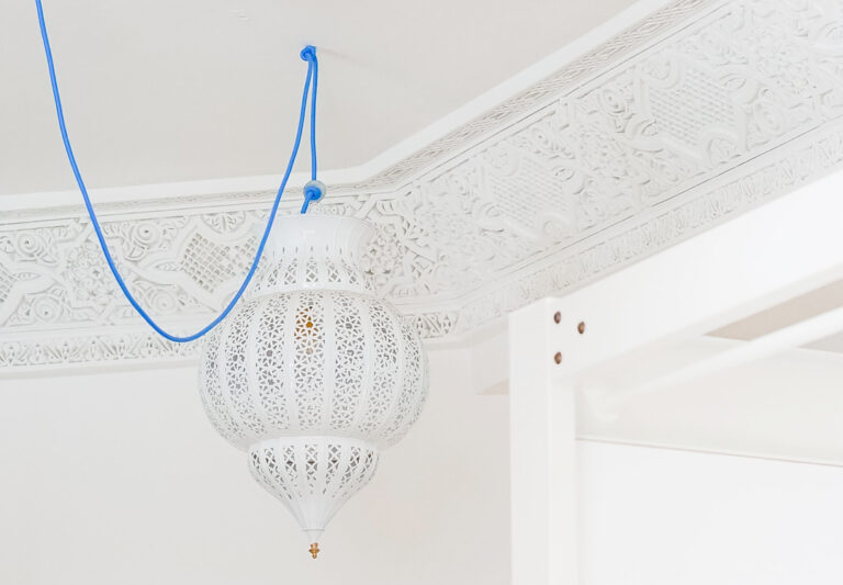 Read more about the article How to paint a ceiling